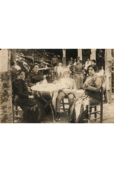 Estiuejants a la Font Vella, Sant Hilari Sacalm.